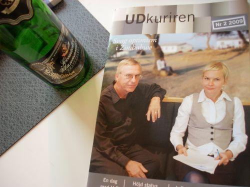 Ett rykande färskt nummer av UD-kuriren låg på bordet bredvid den tomma flaskan sovjetisk champagne